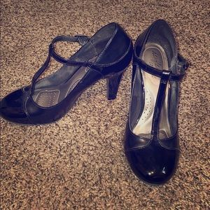 USED BLACK HEELS WITH ANKLE STRAP